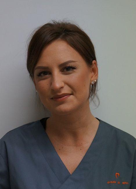 Anna Blum grau minimiert